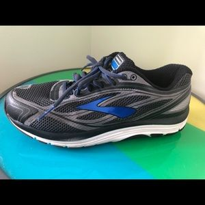Brooks Dyad walking shoes men's size 9 4e Wide